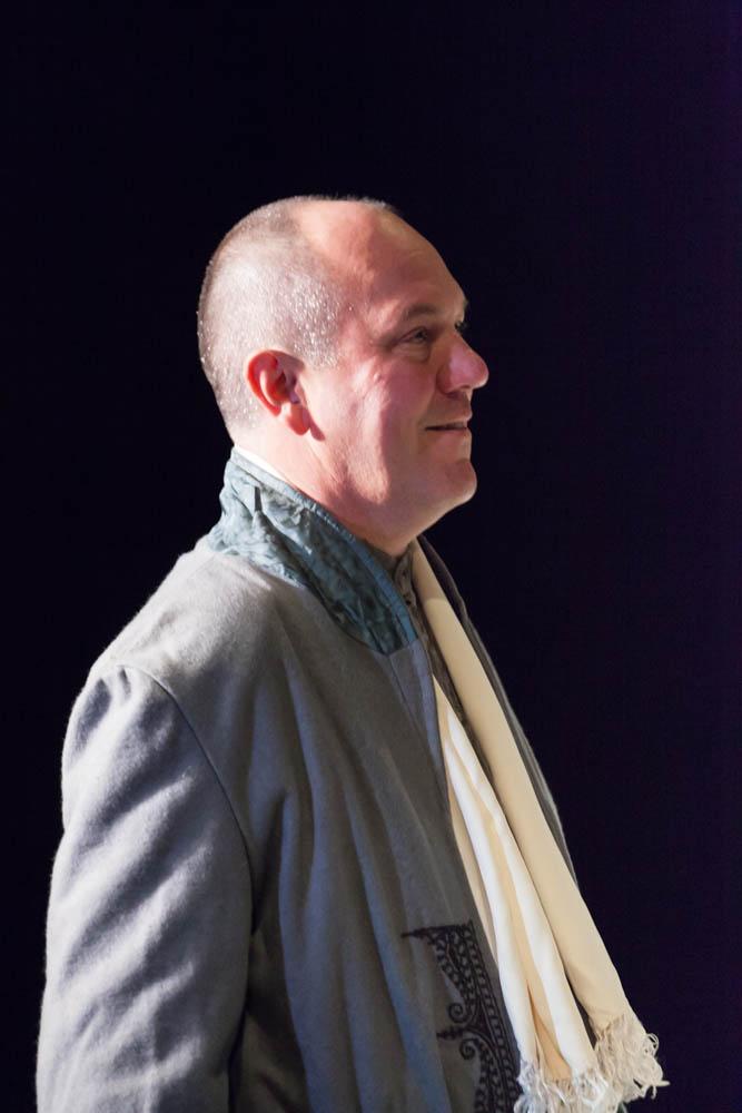Lenard Whiting, tenor, starring as Riccardo