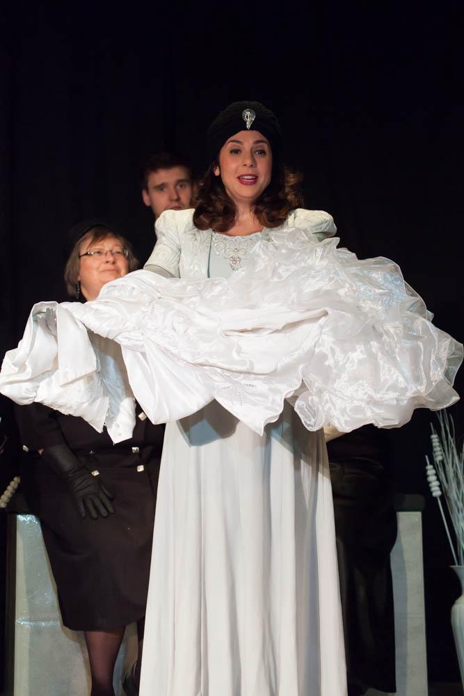 Mezzo Soprano Michele Bogdonawicz starring as Cuniza